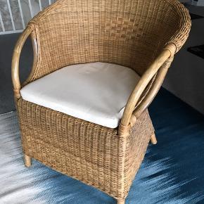 Fin kurvestol, der både kan bruges som lænestol, spisestol ude som inde. Afhentningspris 200,-