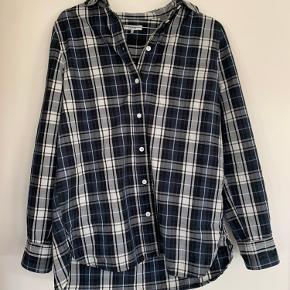 Lækker ternet skjorte fra Ganni i mørkeblå/sort