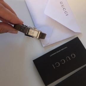 Smuk Gucci ur - brugt meget lidt - købt for 5300 kr. - kvittering, kortet, dustbag haves.