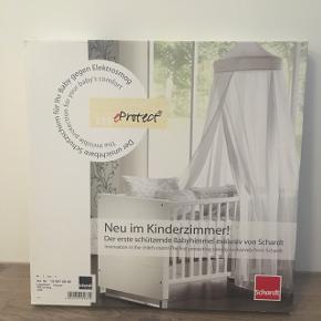 Sengehimmel  Fejlkøb. Den blev købt til et hjem med skråvægge, hvor den ikke passede. Vi har ikke længere behov for sengehimlen  Ny pris 700,00.