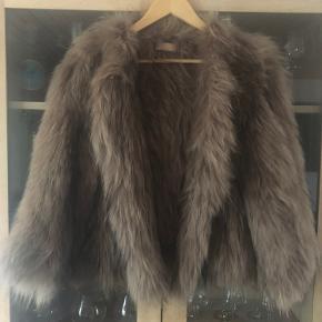Smuk pels fra Buch. Vaskebjørn. Nypris var 3500 Kun brugt få gange