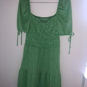 Fin kjole, i tvivl om mærket med købt på Asos.