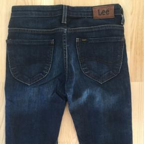 "Lee Scarlett Jeans. Str 26/31"" Perfekt stand - som ny.  Afhentes Amagerbro."