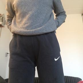 Fede Nike jogging bukser. Sælges da de er alt for små til mig