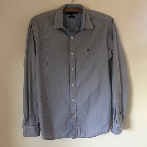 Der er et mørkt område på skjorten. Se billede 3.  Sælges for min bror.  Byd!   #secondchancesummer