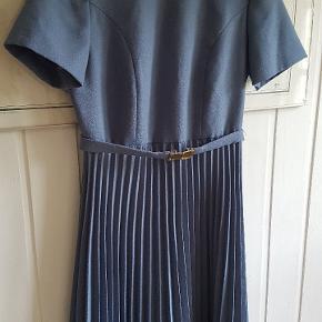 Fedeste vintage kjole med bælte. Pris er pp og evt gebyrer