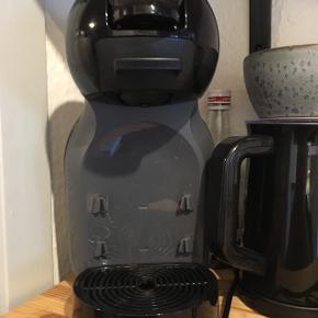 Minime dolche gusto kaffe maskine.  Er brugt meget få gange og er kun omkring 1 år gammel.  Der medfølger en masse forskellige kaffekapsler og chai kapsler