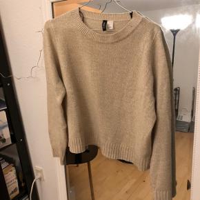 Sweater fra H&M🌸 Str. M, men kan passes af XS og S, da jeg købte den lidt oversize 🌸 Np: 79,-
