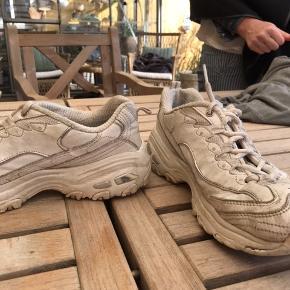 Fine sketchers sko, str 37. Skal nok vaske inden jeg sender dem❤️ Np: 780kr Byd
