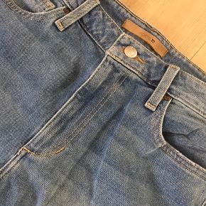 Stonewashed, ankellange, ripped jeans fra Joe's købt i USA.  Str 29