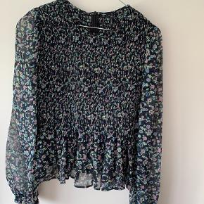 Smuk blomstret chiffon bluse fra mbyM :)