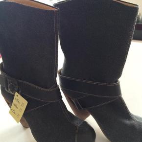 Brand: Flyl London Varetype: Støvler Farve: Sort Oprindelig købspris: 1300 kr.  Super fede støvler