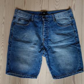 Mørkeblå shorts fra Asos. Størrelse 36 eller 34 cm  Kan hentes og sendes  Afhentning i Brabrand