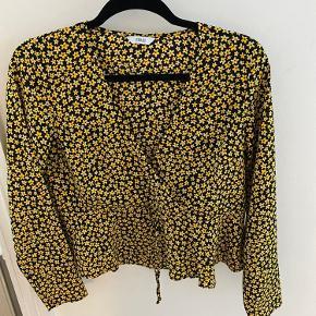 Byd gerne! Super lækker bluse fra Envii, sælges da den er for lille