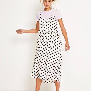 Envii Enbilbao Dress i str. Small. Råhvid med sorte prikker.