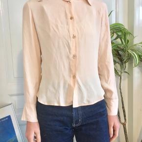 Meget fin skjorte i 19% silke.