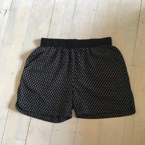 Super fine sorte Saint Tropez shorts i størrelse medium. Aldrig blevet brugt - byd.  Skriv endelig for flere informationer😊