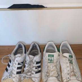 Sælger disse 2 par adidas sko, de er begge meget brugte og det kan ses desuden mangler det ene par snørebånd