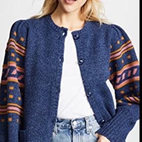 Super fin strik fra Heartmade i den flotteste blå farve. Brugt to gange og er derfor som ny.   100 % merino uld.  Nypris: 2499 kr.  Bytter ikke og køber betaler fragt.