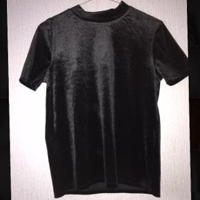 Sort velour T-shirt