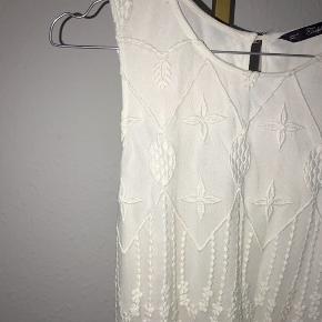 Kjole fra Zara med blonder.   - Størrelse S (lille i størrelsen)  - Nypris omtrent 700 kr.  - Cond. 8/10