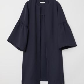 Helt ny og fin cardigan str. S fra H&M. Aldrig brugt.   Kan sendes med DAO for købers regning.