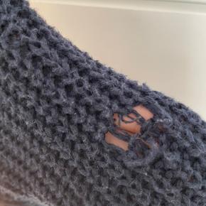 Abercrombie (kids) sweater, str: 11-12 år, dog fitter den xxs. Et lille hul i et af ærmerne, dog kan det let syes.  SÆLGES BILLIGT - ÅBEN FOR BUD