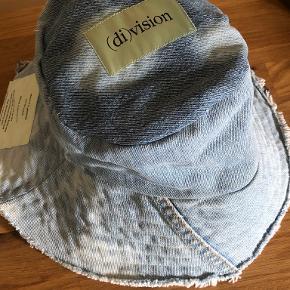 (di)vision hat & hue