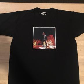 Sælger disse splinternye t-shirt's som fås fra størrelse small op til X-large. Pris : 75kr