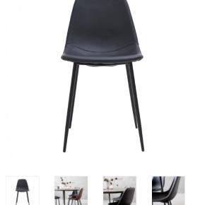 KØBES: to sorte kunstlæder stole fra House Doctor, model Forms