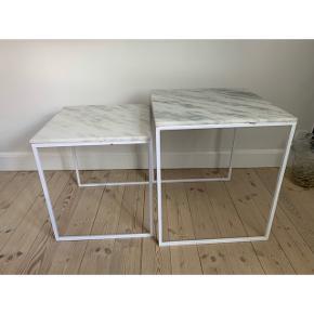 Fine Blommingville sofaborde. I god stand, men med små mærker på stellet og lyse pletter i marmoren.   Ny pris 2099,-  BYD  Kan afhentes på adressen.