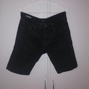 Shorts fra Jack&Jones. Str xs, men kan også sagtens passes af en s. Regular fit. Tænker 30 kr eller BYD😊