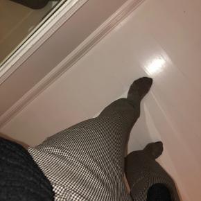 Sælger mine ternet bukser, de fremstår som nye og er brugt få gange:) skriv for flere billede