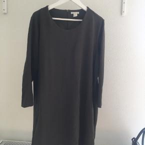 Lækker basic kjole med lommer. Aldrig brugt.