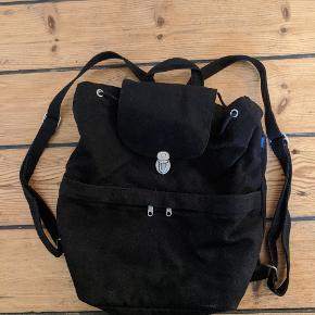 Solid canvas rygsæk fra det amerikanske bæredygtige mærke Baggu  Brugt ganske lidt og ingen slidspor.