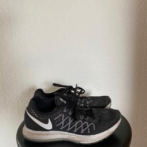 Nike Zoom Pegasus 32 Gode løbesko, næsten ikke brugt. Passer en 38. BYD:)