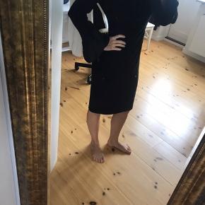 Klassisk flot kjole. Aldrig brugt og mærket sidder stadig i