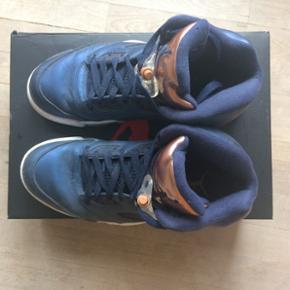 Super fede Jordans!! De er næsten som nye, nærmest ikke brugt. Nypris 1500kr Mindstepris 450kr Køb nu 550kr Skriv gerne for mere information:)