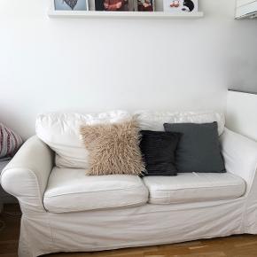 Pga. Hurtig flytning sælges denne skønne sofa! Den er perfekt til kollegieværelset eller lille lejlighed 🌙 BYD