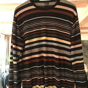 Klassisk Paul Smith multicolor stripe sweater. 100% fint Merino wool.  Brugt sparsomt - som ny.  Str. L/Xl. Står xl i den .  Oprindelig købspris: 2300 kr. Sender gerne med Dao 38 kr.