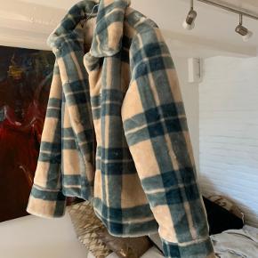 Fantastisk jakke fra envii i str. s. Brugt 1 gang. Ingen slid. BYD gerne