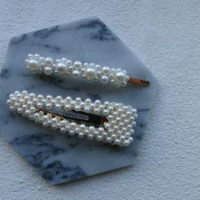 Nye perlespænder Måler ca. 8,5. cm. Sætpris 50 kr. Plus porto. Porto er 10 kr med postnord. 33 kr med DAO.