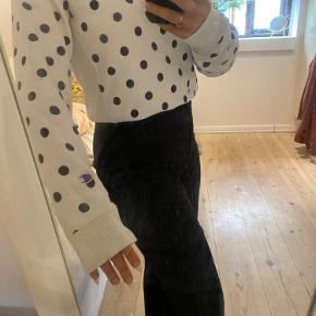 Hvid champion sweatshirt med prikker Købt i USA i Urban Outfitters Størrelse Small, men kan passes alt fra Xs-m