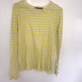 Sælger min proenza schoulder bluse den er i en størrelse L men passes af alle størrelser ville jeg sige