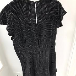 Buksedragt som ligner en kjole