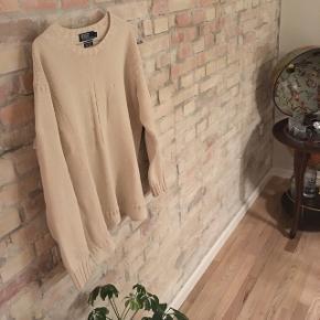 """POLO RALPH LAUREN strikketrøje Super fed sweater i blød bomuld med et """"hak"""" ved flankerne så det sidder løst omkring hoften  - str. Large - blød bomuld - råhvid - stand 7/10 - nypris 1200,- - købt i Berlin"""