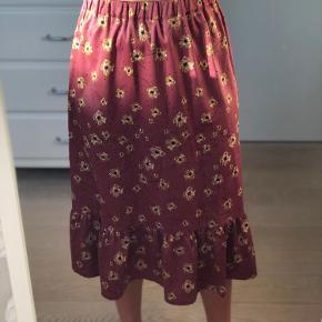 Super fin nederdel fra Moss Copenhagen, den er brugt maks 2 gange og er så god som ny!