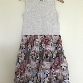 Super fin kjole der kun er brugt få gange str 122/128