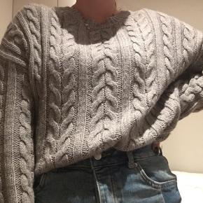Super blød og lækker sweater:) Næsten ik brugt. Derfor i god stand.  Byd endeligt;)