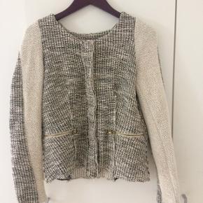 Trøje med knapper kan bruges som forårs jakke eller cardigan s/m kan passe den i grå